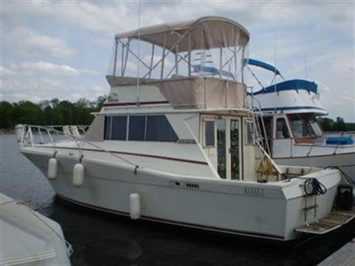 1973 Viking 33 Sports Fisherman Convertilble Sedan