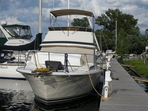 1988 Trojan Trojan F32... 32ft / 9.75 m. Express Cruiser Boats