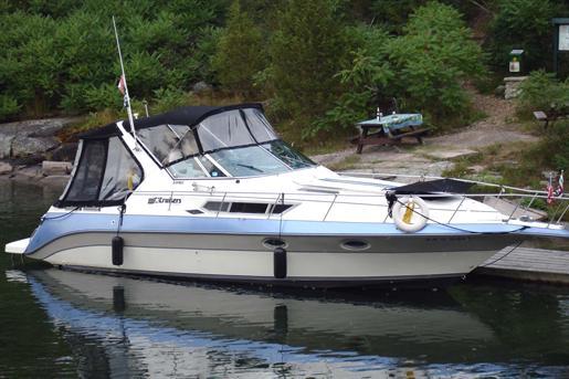 1988 Cruisers Yachts 3170 Esprit Express Cruiser
