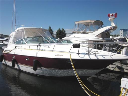 2004 Cruisers Yachts 370 Express Cruiser Courtesy www.boatdealers.ca