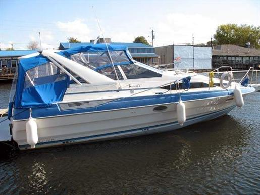 1988 Bayliner 3255 Avanti 32ft / 9.75 m. Express Cruiser Boats