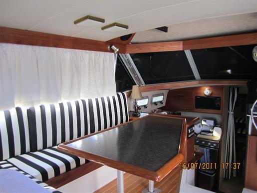 1989 Bayliner Bayliner 3288 Motor Yacht Flybridge