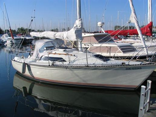 Offered for sale by Pat Sturgeon Yachts. ---. 1981 C&c 34 Sloop