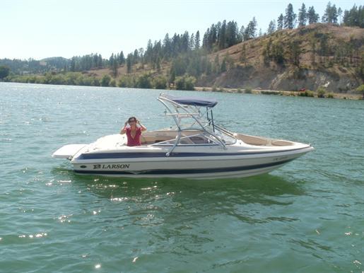 2004 Larson 210 LXI Bowrider I/O