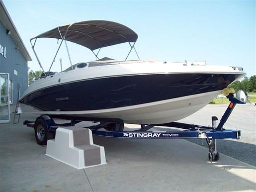 Stingray Boat Co 212 Sc Deck Boat Bring The Kids Bring