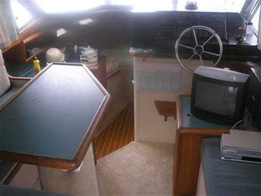 1989 Bayliner 2858 Command Bridge