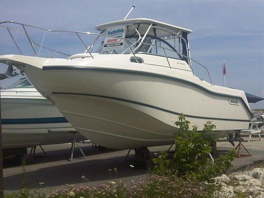 2010 Boston Whaler 255 Conquest