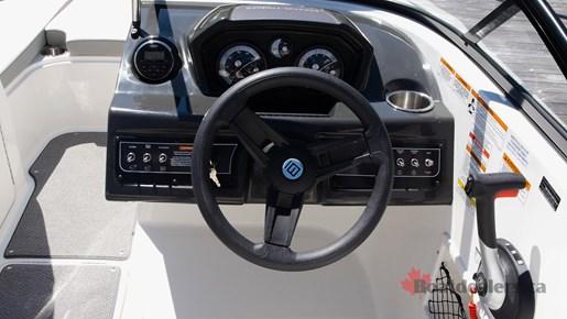 Bayliner VR5 OB Helm