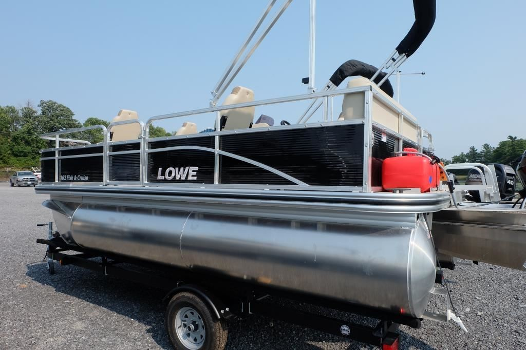 Lowe boats ultra 162 fish cruise mercury 25hp live well f for Fish livewell for boat
