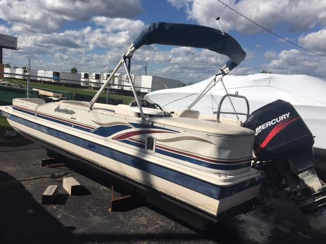 Hurricane 228r 2002 used boat for sale in pewaukee for Used outboard motors for sale wisconsin