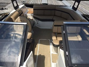 2017 Sea Ray SLX 230 Photo 2 of 6