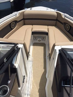 2017 Sea Ray SLX 230 Photo 3 of 6