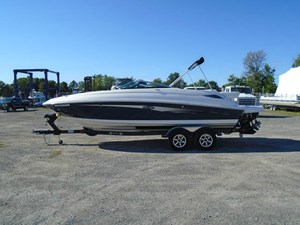 2015 Sea Ray 240 Sundeck Photo 1 of 19