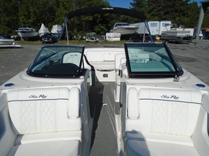 2015 Sea Ray 240 Sundeck Photo 7 of 19