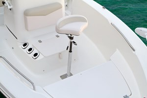 2017 ROBALO R160 Photo 12 of 44