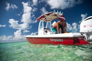 2017 Everglades 243CC Photo 16 of 30