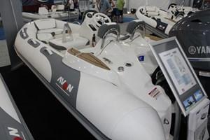 2017 Avon Seasport 440 Deluxe Photo 1