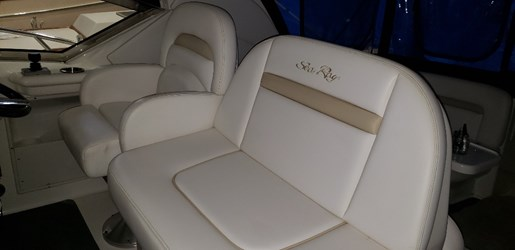 2010 Sea Ray boat for sale, model of the boat is 390 Sundancer & Image # 8 of 27