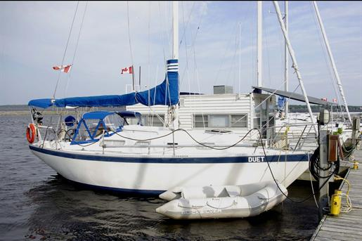 1982 Hughes Columbia 8.7 Sloop Photo 1 of 9