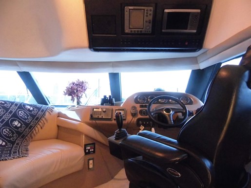 1999 Carver Voyager 450 - Pilothouse Photo 12 of 34