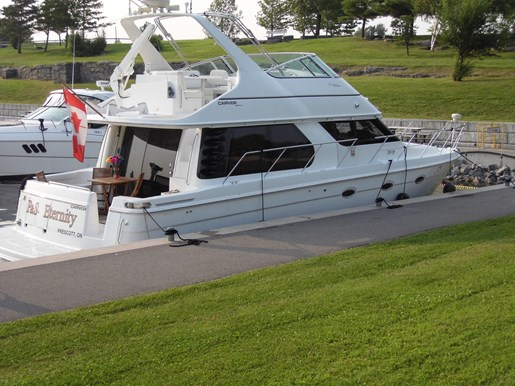 1999 Carver Voyager 450 - Pilothouse Photo 33 of 34