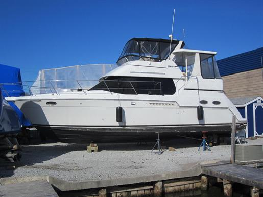 1999 Carver 356 Motor Yacht Photo 1 of 29