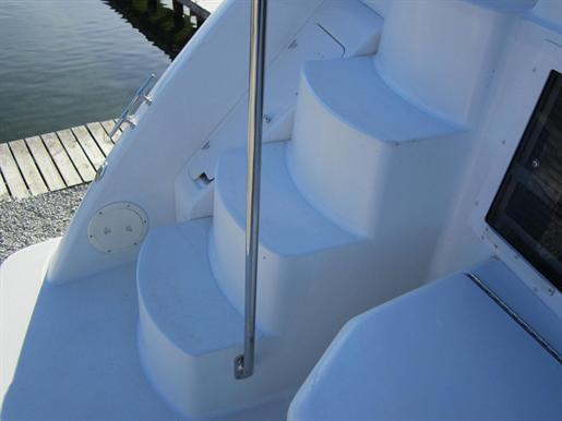 1999 Carver 356 Motor Yacht Photo 3 of 29