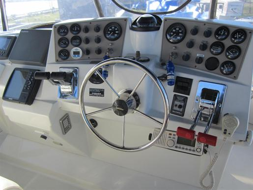 1999 Carver 356 Motor Yacht Photo 6 of 29