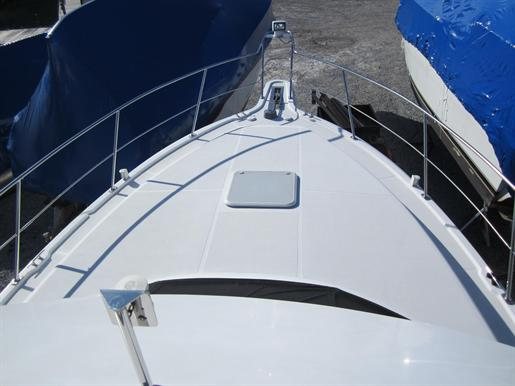 1999 Carver 356 Motor Yacht Photo 9 of 29