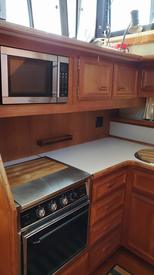 1990 Carver boat for sale, model of the boat is 3807 Aft & Image # 19 of 30