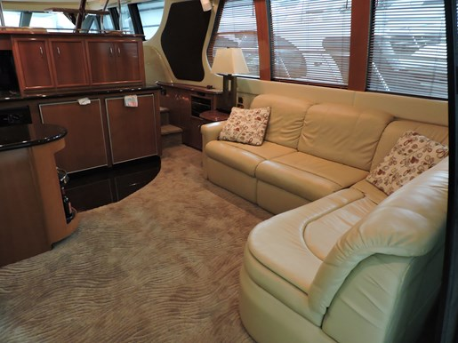 2005 Carver 530 Voyager Skylounge Photo 11 of 92
