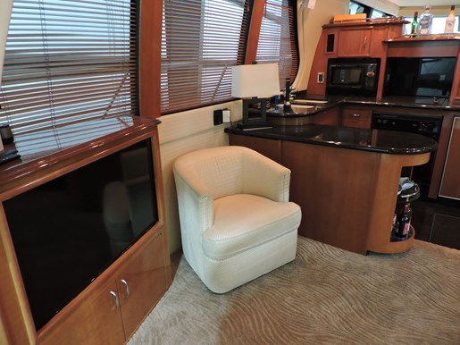 2005 Carver 530 Voyager Skylounge Photo 12 of 92
