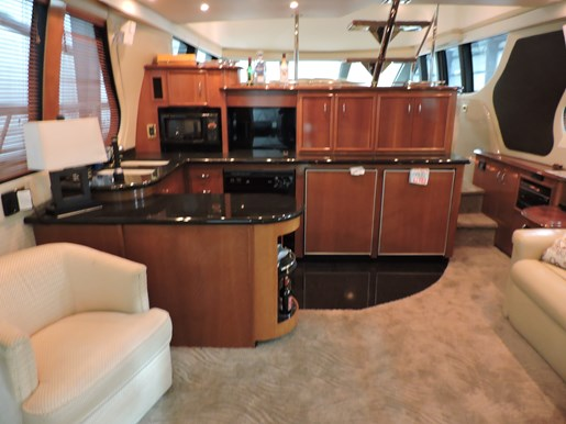 2005 Carver 530 Voyager Skylounge Photo 13 of 92