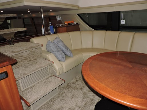 2005 Carver 530 Voyager Skylounge Photo 29 of 92