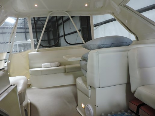 2005 Carver 530 Voyager Skylounge Photo 41 of 92