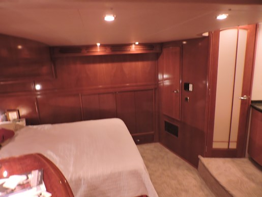 2005 Carver 530 Voyager Skylounge Photo 47 of 92