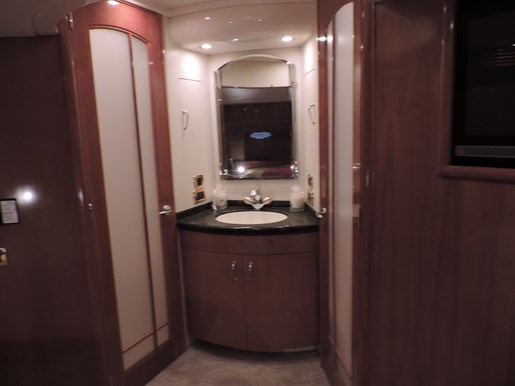 2005 Carver 530 Voyager Skylounge Photo 54 of 92