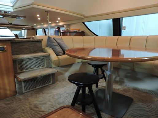 2005 Carver 530 Voyager Skylounge Photo 70 of 92
