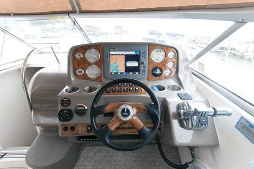 2008 Rinker 400 EC Express Cruiser Photo 4 of 15