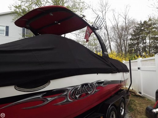 2005 Malibu 25 Sunscape LSV w/ Wakesetter Package Photo 2 of 20