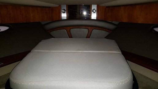2006 Cruisers Yachts 520 Express MC | 32 of 54