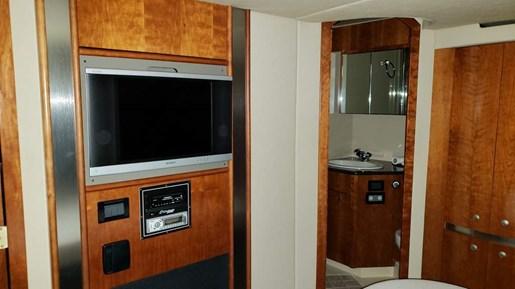 2006 Cruisers Yachts 520 Express MC | 37 of 54