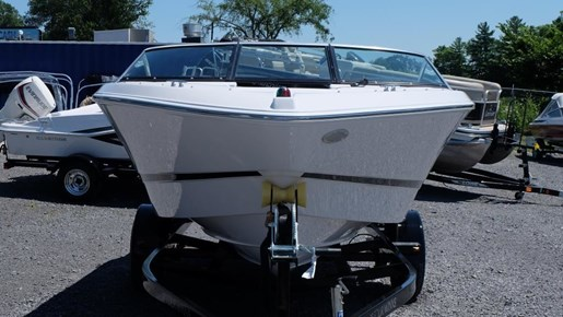 2016 Four Winns Freedom 190 Volvo 200HP Trailer Photo 3 of 22