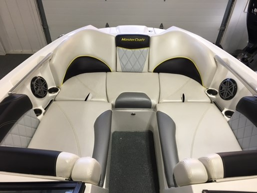 2015 MasterCraft X46 Photo 7 of 26