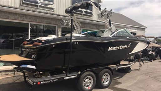 2017 MasterCraft X23 Photo 2 of 15