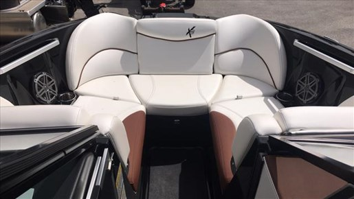2017 MasterCraft X23 Photo 11 of 15