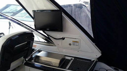 2013 Monterey boat for sale, model of the boat is 400 SY & Image # 13 of 31