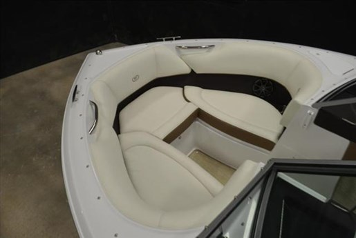 2015 Cobalt Boats 10 Series  200 Photo 8 of 18
