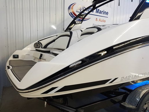 Yamaha 242 limited s 2016 new boat for sale in nanton for Yamaha 242 for sale