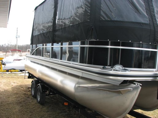 2017 Lowe Boats SS210 Tri-Toon Photo 5 of 27